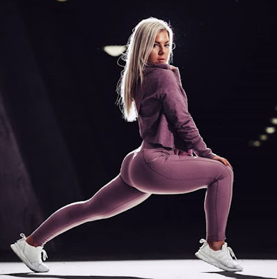 Linn Jacobsson stretches