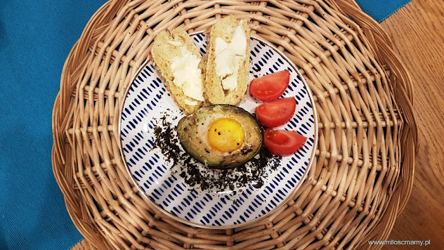 Awokado z jajkiem piekarnika