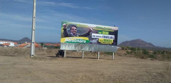 Outdoor em apoio a Jair Bolsonaro é vitima de vandalismo em Paulista/PB