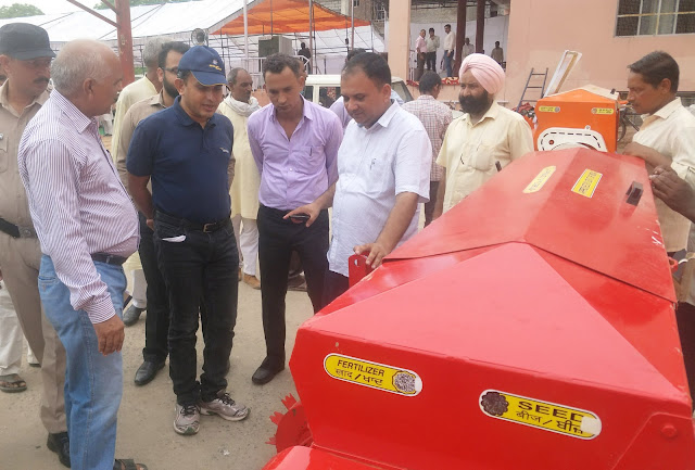 Organizing organized crop residual agricultural machinery promotion rally in Palwal