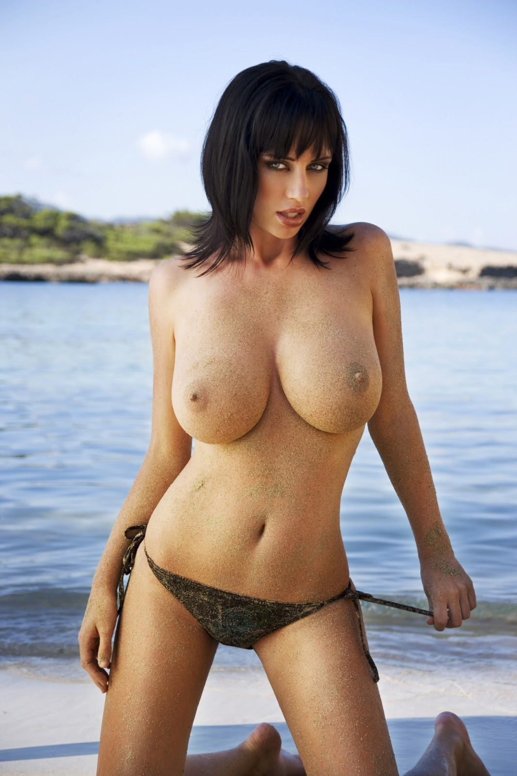 """Erotic Space Girls: Sophie Howard – """"Ketchup"""" Topless ..."""