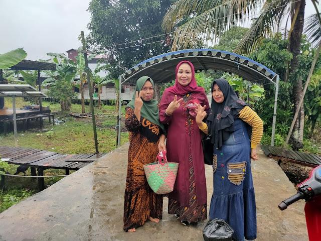 Hj Yangsi Hartini Seruduk Desa Tabatan Menangkan Sugianto - Edy
