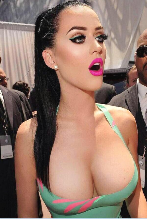 nipple slips perry Katy