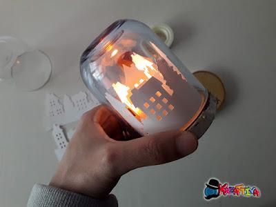 lanterna di carta natalizia con un bicchiere