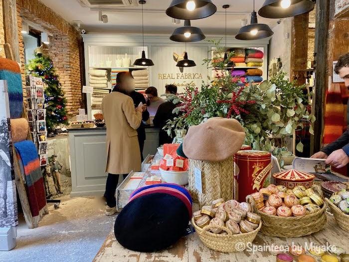 スペイン産の雑貨やグッズを扱うお店レアル・ファブリカ・エスパニューラの店内の様子