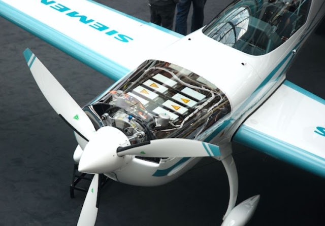 Extra 330LE engine