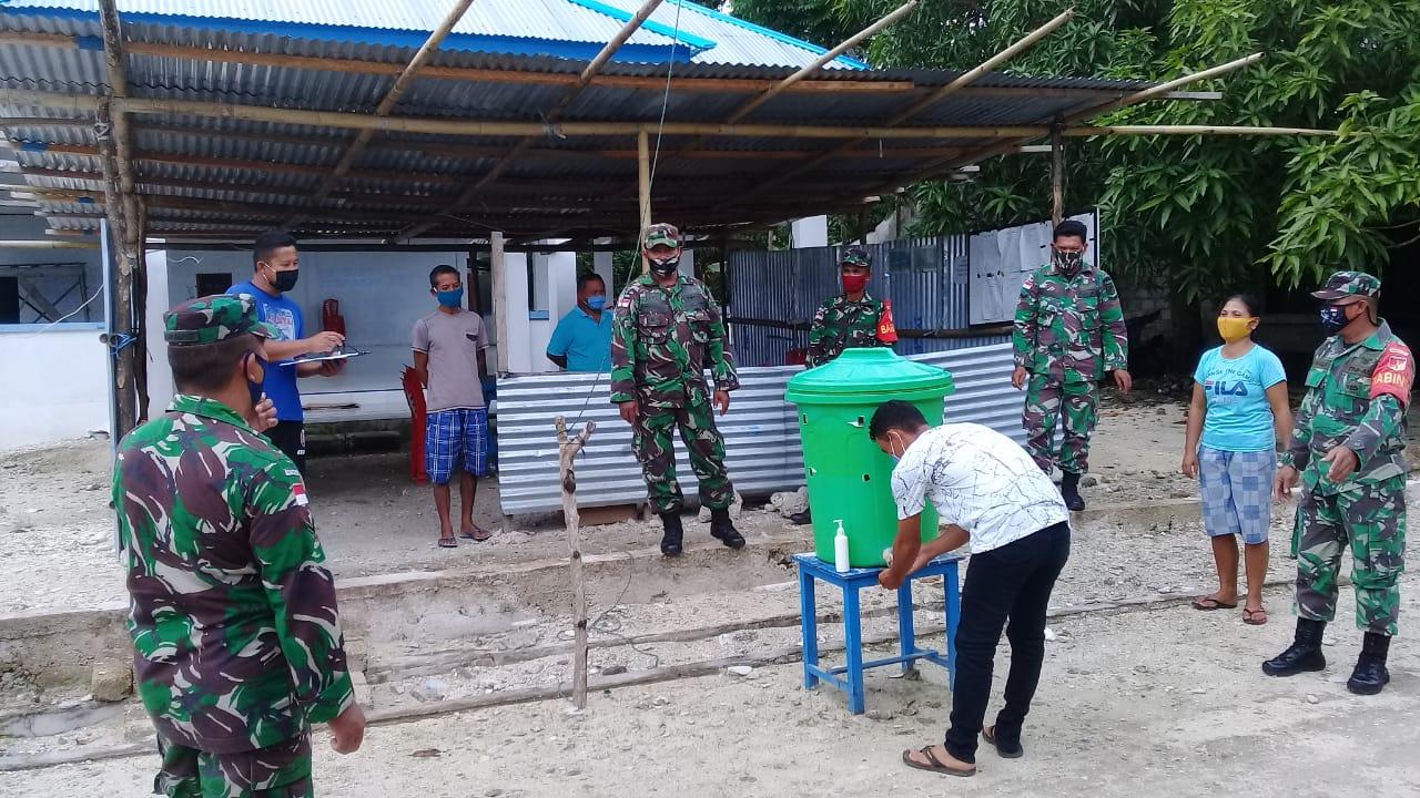 Penerapan disiplin protokol kesehatan oleh personel tni bersama tim relawan gugus tugas desa mangaran
