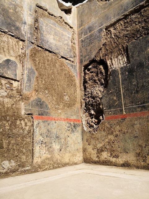 Vault of large cryptoporticus in the villa Civita Giuliana in Pompeii emerges from new excavations