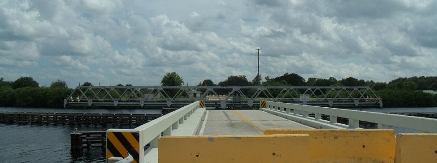 Puente giratorio de Fort Denaud