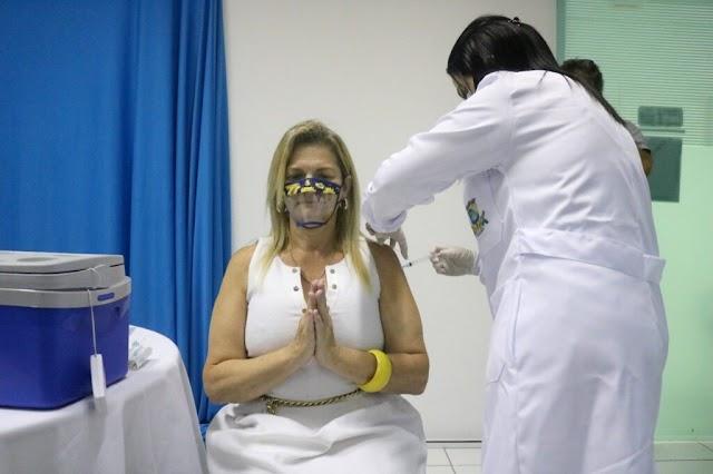 Vacina contra COVID 19 é aplicada em Itapema