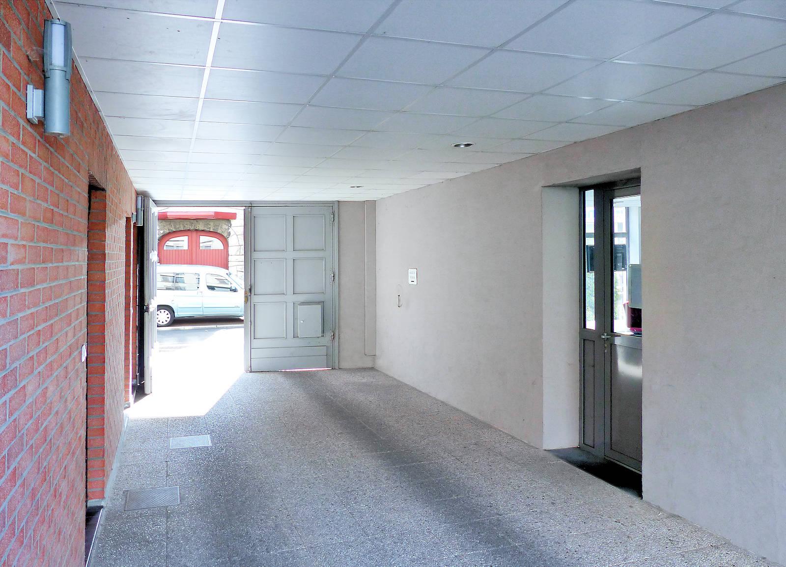 Centre Pastoral Tourcoing - Porche vers cour.
