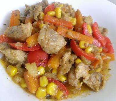 Domowy gulasz z drobiu i warzyw