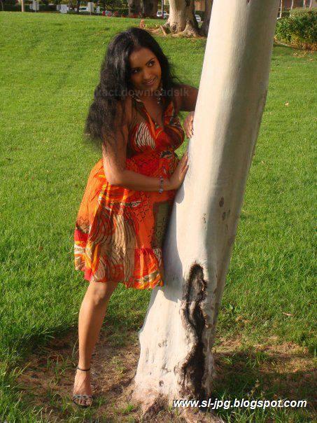 Sri Lankan Girls Outdoor Sex - Photo Porn-6690