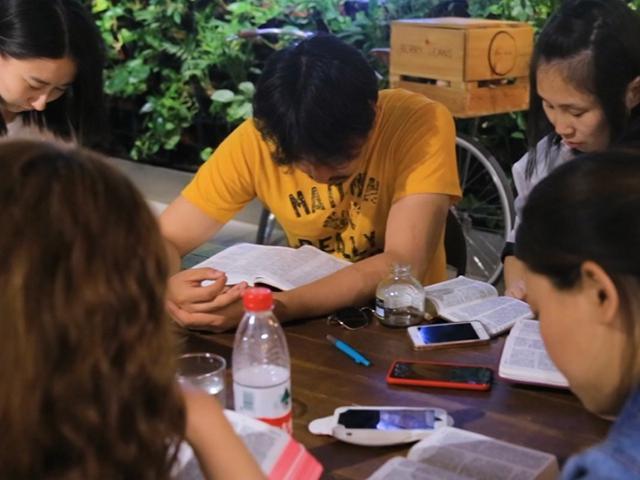 Resultado de imagen para Dueño De Cafetería En China Utiliza Su Negocio Para Animar A Los Jóvenes A Conocer A Jesucristo