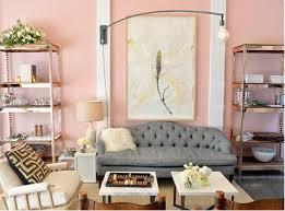 sala color rosa y gris