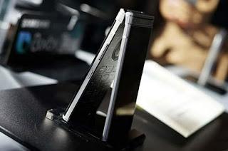 سامسونج تعلن رسميا عن هاتف Samsung W2018 بتصميم كلاسيكي وسعر مرتفع جدا، سعر Samsung W2018، مواصفات Samsung W2018، الوان Samsung W2018، صور Samsung W2018