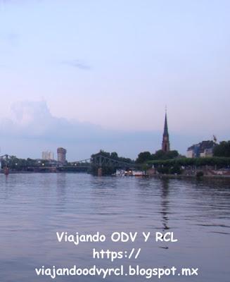 Que hacer, a donde ir, que visitar en Frankfurt. Paseo en barco por el Rio Meno
