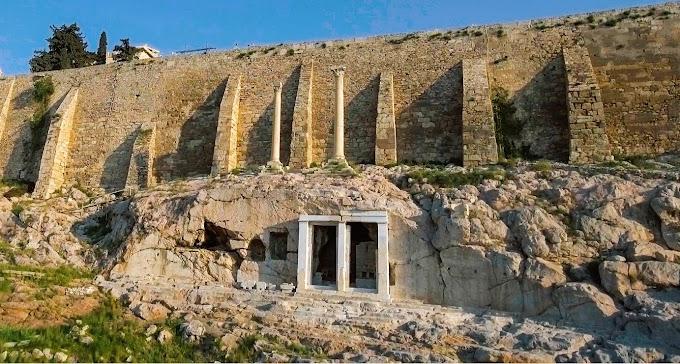 Δύο κίονες της Ακρόπολης, μάρτυρες της σεισμικής ιστορίας της Αθήνας-Το μνημείο του Θρασύλλου
