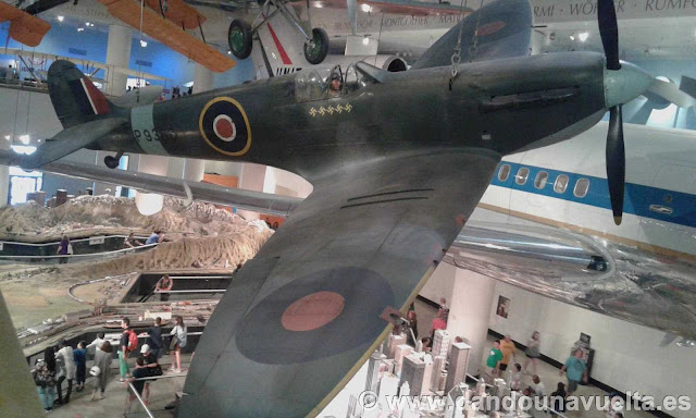 Maqueta de avión de los aliados de la 2ª Guerra Mundial en el museo de industria y ciencia. Chicago