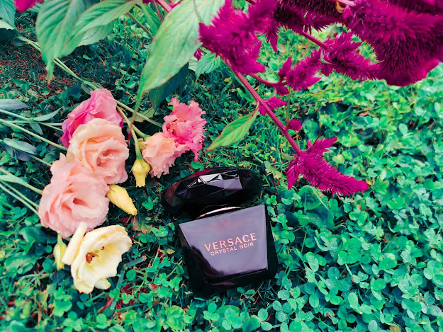 Versace Crystal Noir dostupná na Notino