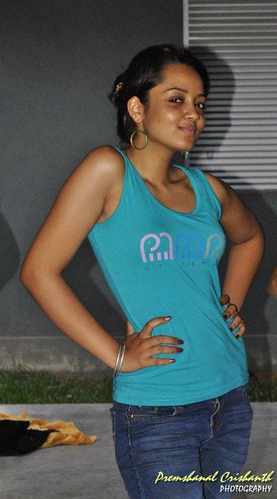 Srilankan Sexy Girl Hot Photos \ Sucking Tirelessly, Porn Videos