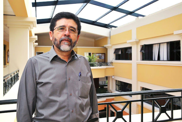 Jaime Costales, docente de Psicología, participa en entrevista para El Universo