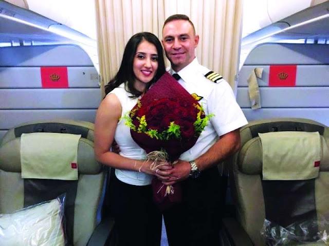 طيار يطلب يد فتاة عبر النداء خلال رحلة إلى دبي: