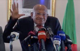 قاضي التحقيق بالمحكمة العليا يضع الوالي السابق عبد القادر زوخ تحت الرقابة القضائية.