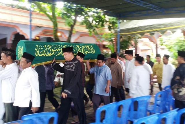 Putri Pendiri Pondok Modern Gontor Wafat dengan Mendekap Al-Qur'an