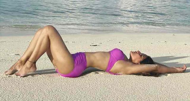 hina-khan-shares-hot-photos-in-purple-bikini