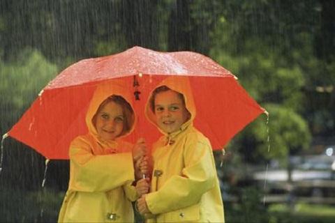 Tips Menjaga Kesehatan Anak Saat Musim Hujan