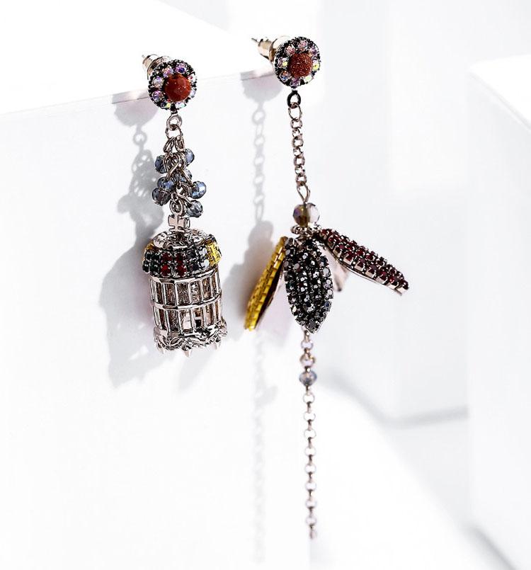 不對稱復古風四色水晶花朵與鳥籠耳環