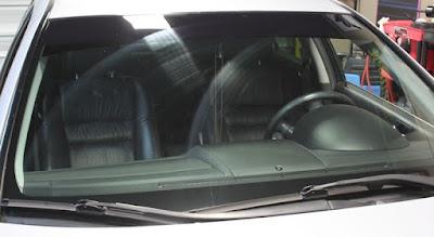 Cara Menghilangkan Goresan pada Kaca Mobil Akibat Wiper