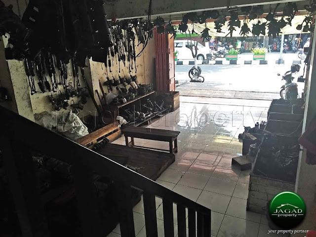 Ruko tepi jalan Magelang dekat Tugu Jogja