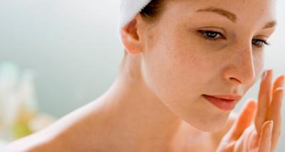 Manfaat air hangat pagi hari untuk mencegah penuaan dini