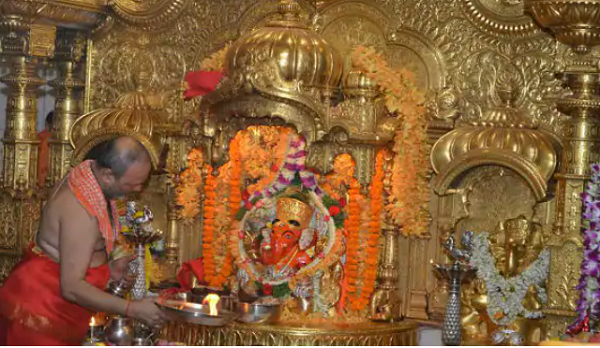 Siddhivinayak Temple Mumbai - Picnic Spot's Near by Mumbai Maharashtra