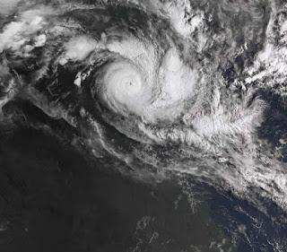 SYDNEY.- Australia se preparaba el domingo para recibir el impacto de un poderoso ciclón, el segundo en dos días, mientras la tormenta Veronica azota la costa noroeste del país.