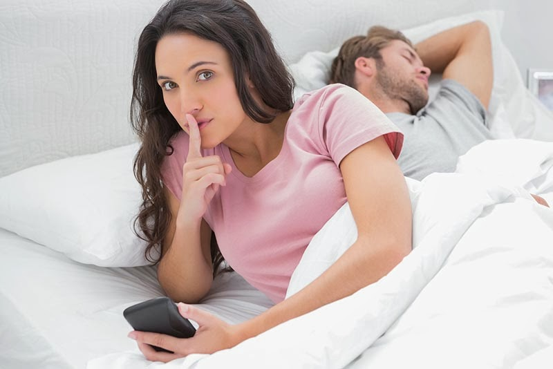 7 Things Women Do When They Are Cheating -