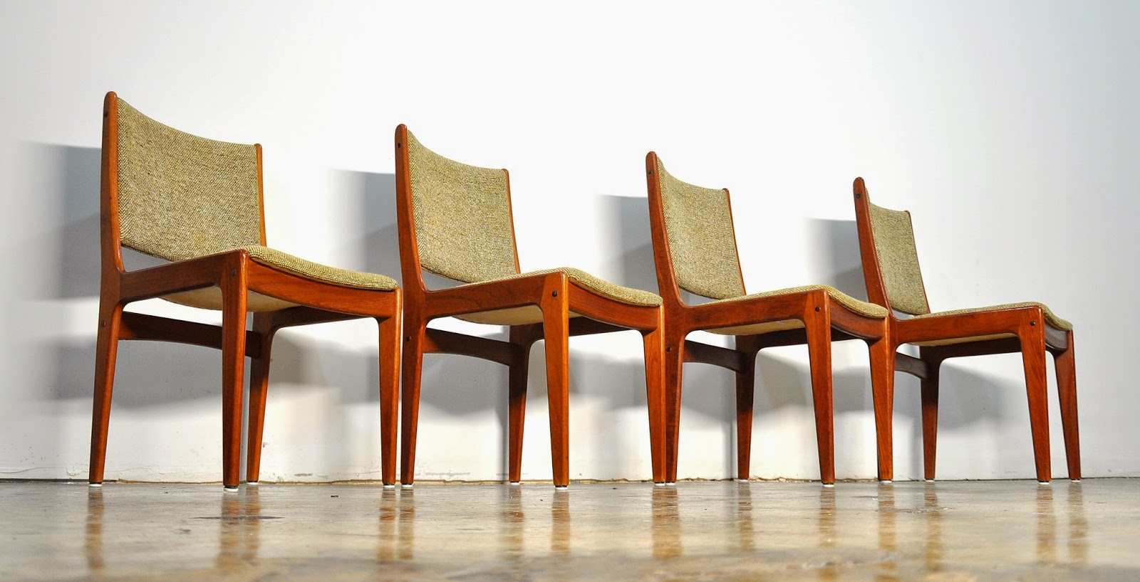 SELECT MODERN Set of 4 Danish Modern Teak Dining Chairs : ScandinavianTeakDiningChairs1 from midcenturymoderndesignfinds.blogspot.com size 1600 x 818 jpeg 210kB