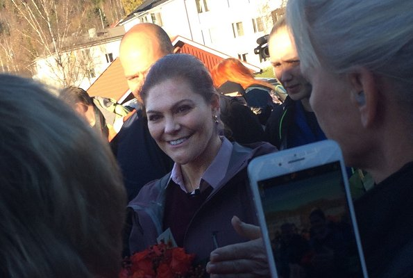 Swedish Crown Princess Victoria in Hälsingland today. Regional Governor, De 5 Stora Organization, students from Järvsö School and local people