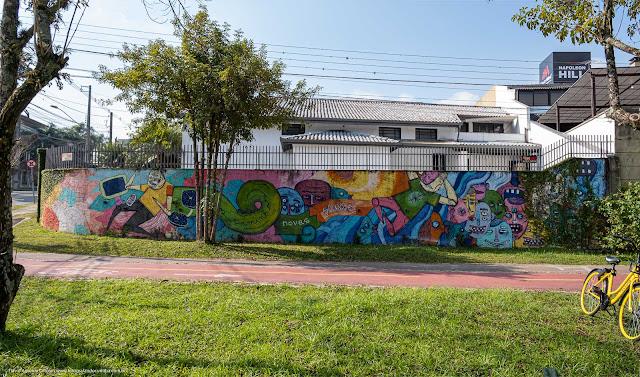 Grafite em um muro na Rua Euclides Bandeira