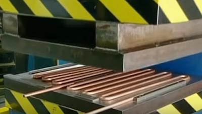 пресс сдавливает фреонопровод льдогенератора