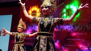 Maung Lugay, Wangsit Siliwangi dan Mojang Priangan Membuat Penonton Terkesima Hidmat di  Panggung Budaya Citty Expo 2019