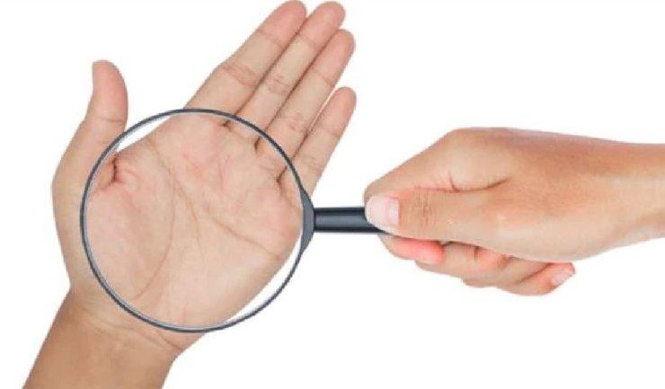 Palmistry: हथेली पर बना एक निशान बदल देता है जिंदगी, क्या आपके हाथ में है ये शुभ चिह्न