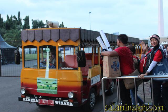 serunya naik kereta wisata monas, kereta wisata monas jakarta, naik kereta wisata monas jakarta