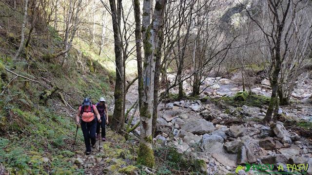Sendero a Semeldón junto al río