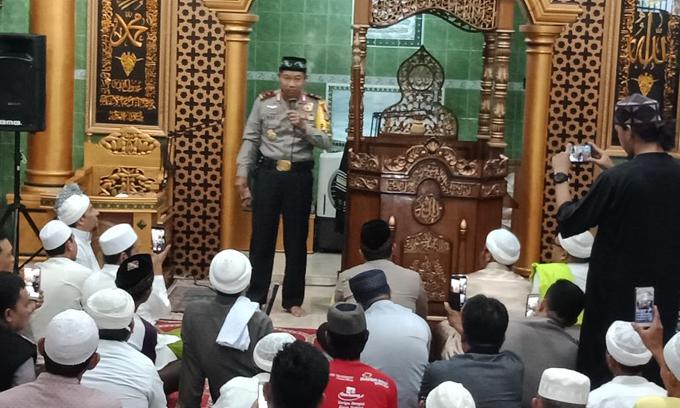 Silaturahmi ke Ponpes Al-Mubarakh, Kapolda Umar Santuni 2 Orang Anak Panti