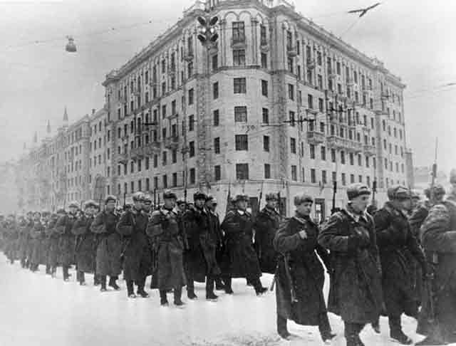 Red Army soldiers on Gorky Street in Moscow, 1 December 1941 worldwartwo.filminspector.com
