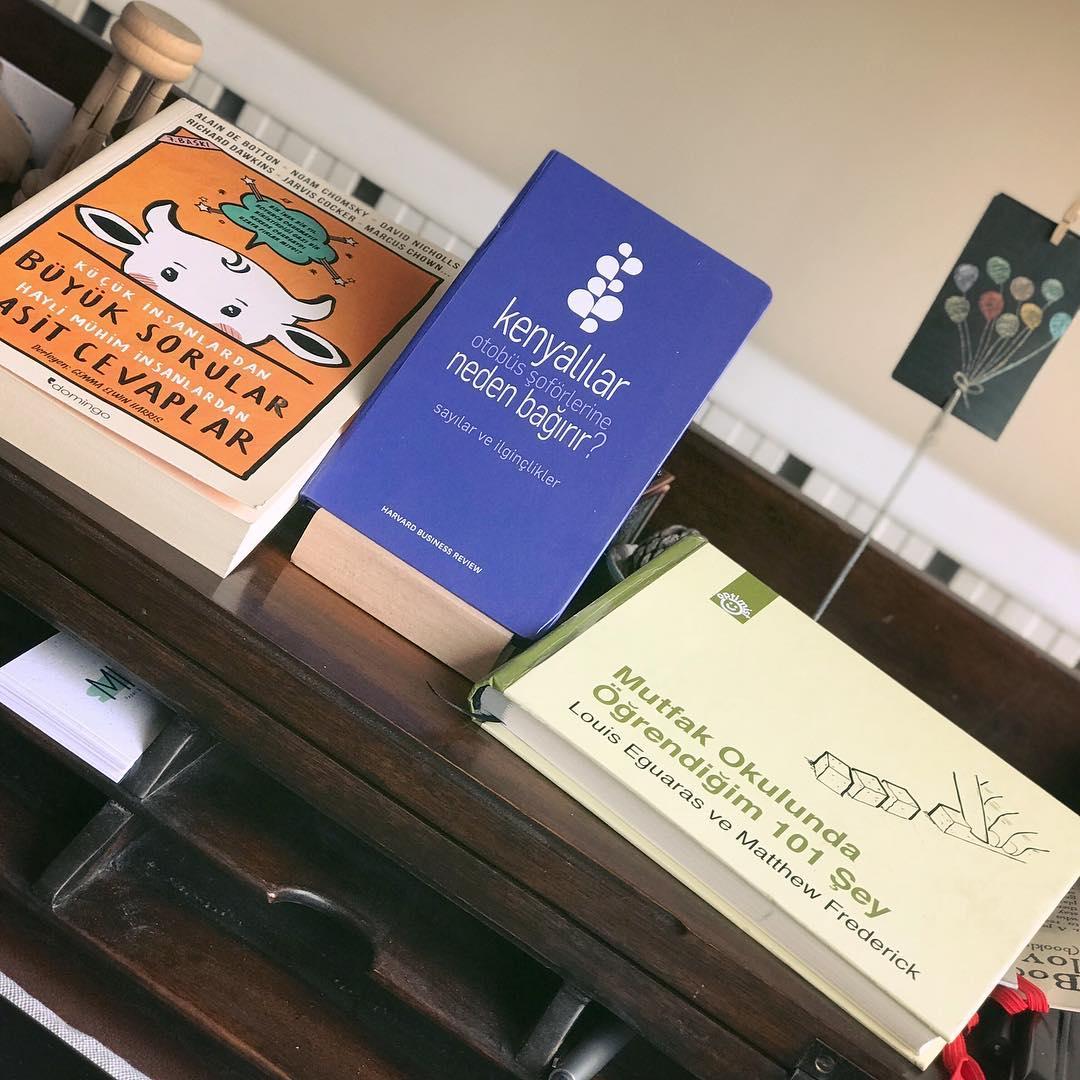 Uc Kitap (7): Kenyalilar Otobus Soforlerine Neden Bagirir? / Kucuk Insanlardan Muhim Sorular Hayli Muhim Insanlardan Basit Cevaplar / Mutfak Okulunda Ogrendigim 101 Sey (Kitap)