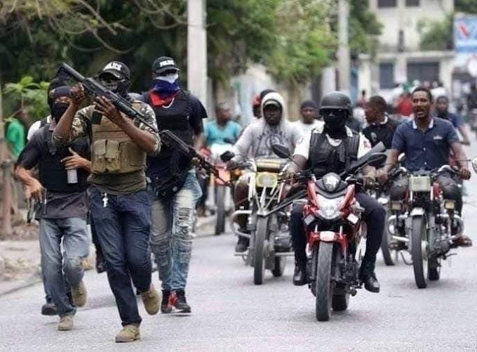 Policías haitianos paralizan Puerto Príncipe en segunda protesta en tres días Incendiaron varios vehículos, montaron barricadas con neumáticos ardiendo y dispararon al aire.